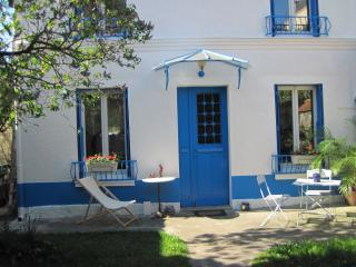 Private room, Breakfast and Garden - Malakoff vacation rentals