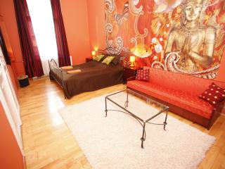 Chic downtown SouperRooms Apartment with 5bedrooms - Budapest vacation rentals