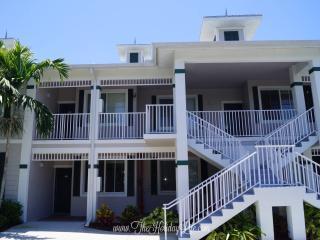 GREENLINKS 924 - Fairway View 2+Den Golf Villa - Naples vacation rentals