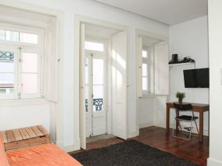 Casa Sao Jose - DIRECT LINE TO AIRPORT - FREE WIFI - Lisbon vacation rentals