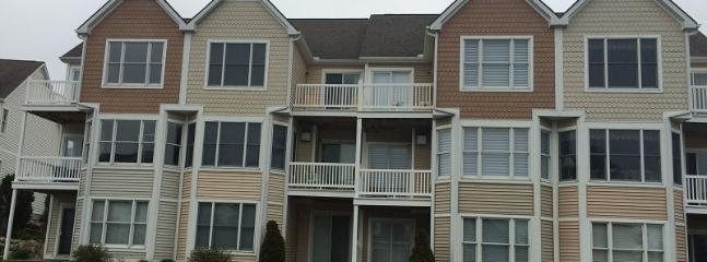 Comfortable Family Condo in Harbor Village - Image 1 - Manistee - rentals
