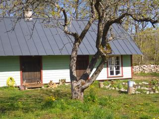 2 bedroom Guest house with Parking in Kihelkonna - Kihelkonna vacation rentals
