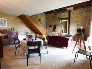 Beautiful 2 bedroom Beynac-et-Cazenac Cottage with Internet Access - Beynac-et-Cazenac vacation rentals