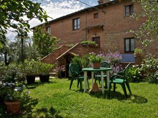 BALCONE FIORITO in Toscana - Terrace in Tuscany - Montaione vacation rentals