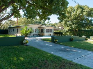 Sophisticated Mid-Century Modern Home Furnished - Palm Harbor vacation rentals