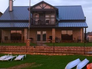 The Perfect Vacation Retreat On Lake Granbury - Granbury vacation rentals