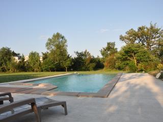 maison avec belle piscine privée  libre en aout - Belleserre vacation rentals
