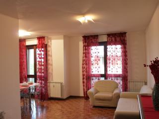 Lovely 1 bedroom Cornaredo Apartment with A/C - Cornaredo vacation rentals
