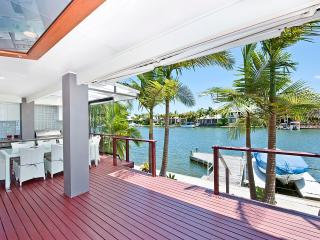 NOOSA WATERFRONT RETREAT .. Right on the waters edge - Noosaville vacation rentals