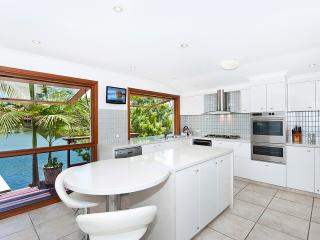 Sunny 4 bedroom Noosaville House with Deck - Noosaville vacation rentals