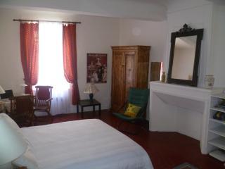 Charming Provençal Maison du Village - Cadenet vacation rentals