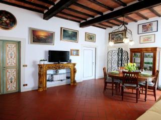 Comfortable Condo with Internet Access and Central Heating - Florence vacation rentals