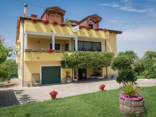 IL GIRASOLE  APPARTAMENTO IN VILLA  4 POSTI LETTO - Agropoli vacation rentals