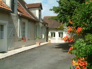 Comfortable 1 bedroom La Bussiere Private room with Internet Access - La Bussiere vacation rentals