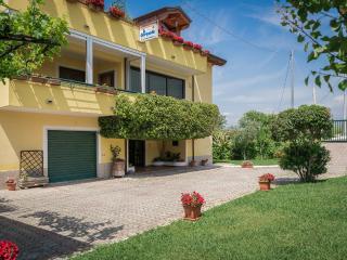IL GIRASOLE 2 APPARTAMENTO IN VILLA 3 POSTI LETTO - Agropoli vacation rentals