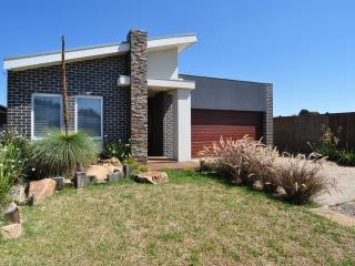 Lovely 3 bedroom House in Inverloch with A/C - Inverloch vacation rentals