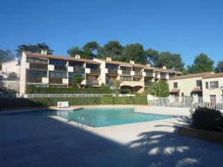 Var - T2 en duplex - Piscine et proche plages - La Seyne-sur-Mer vacation rentals
