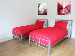 Walk to the London Eye - Twin Room + Balcony - London vacation rentals