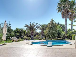 Villa Maia con piscina a 6 km dal mare - Molfetta vacation rentals