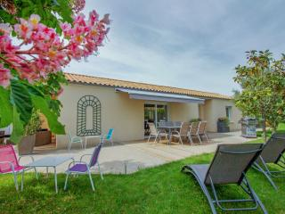 3 bedroom House with Internet Access in Niort - Niort vacation rentals