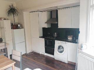 Cheap 4 Bedroom House for 7 person - Wembley vacation rentals