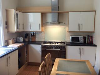 2 double bedroom seafront apartment with balcony - Portsmouth vacation rentals