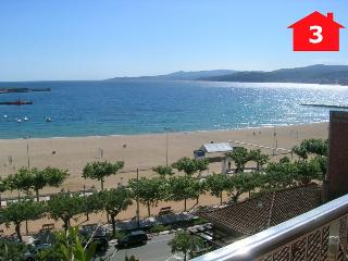 Nice Condo with Internet Access and Dishwasher - Palamos vacation rentals