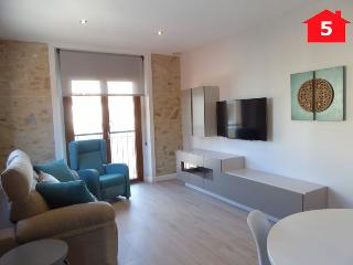 Cozy 2 bedroom Apartment in Palamos with Internet Access - Palamos vacation rentals