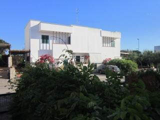 Villetta  in villaggio turistico c/o Gallipoli - Villaggio Resta vacation rentals