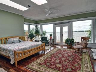 WATERFRONT Villa near Oak Island, NC - Oak Island vacation rentals