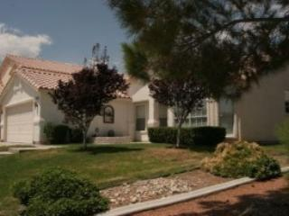 Beautiful furnished home with pool in great area!! - North Las Vegas vacation rentals