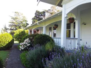 Perfect B&B with Internet Access and A/C - Drury vacation rentals