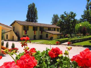 Bright 2 bedroom House in Gubbio with Deck - Gubbio vacation rentals