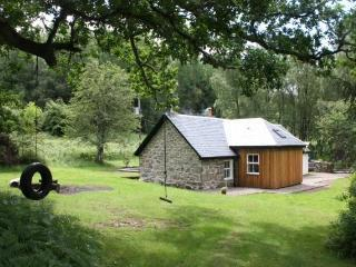 Comfortable 3 bedroom Kinloch Rannoch Cottage with Internet Access - Kinloch Rannoch vacation rentals