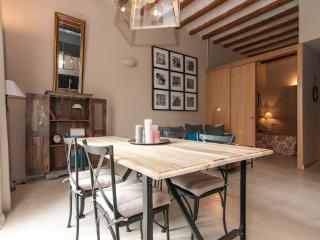Stylish 2 bdr apartment - Sant Antoni Market 22 - Barcelona vacation rentals