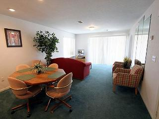 Carefree Getaways- 2 Bedroom, 2 Bath Condo Overlooks Golf Course - Branson vacation rentals