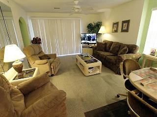 Holiday Hideaway- 2 Bedroom, 2 Bath Condo with King Size Beds - Branson vacation rentals