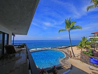 Casa De Emdeko 219 2 Bdrm DIRECT Ocean Front CORNER unit, Wrap around Lanai! - Kailua-Kona vacation rentals