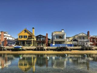 Grand Canal Balboa Island Bay-front 5 bedroom, 3 bath on Grand Canal - Newport Beach vacation rentals