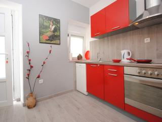 2 bedroom Apartment with Internet Access in Kaštel Novi - Kaštel Novi vacation rentals