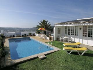 3 bed villa with pool, great sea views, free WiFi - Albufeira vacation rentals