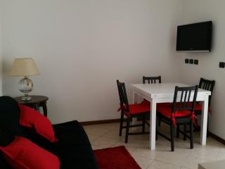 Tulip Apartment - Basiglio, Humanitas, Milano - Basiglio vacation rentals