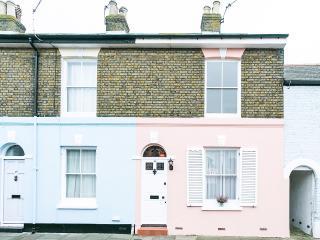 Admirals Rest, vintage boutique cottage in Deal - Deal vacation rentals