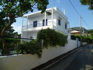 3 bedroom Villa with Dishwasher in Kalamos - Kalamos vacation rentals
