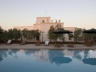 Bright 5 bedroom Savelletri Villa with A/C - Savelletri vacation rentals