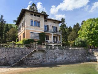 Lakefront villa a short walk from the center! - Baveno vacation rentals