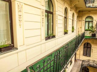 Nice Condo with Internet Access and A/C - Budapest vacation rentals