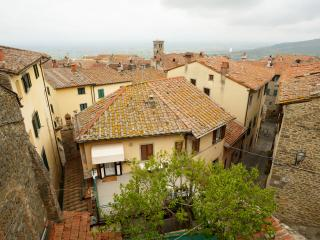 Charming townhouse close to historic centre - Cortona vacation rentals