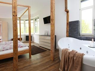 Ring Residenz- Romantikzimmer mit Whirlpool - Adenau vacation rentals