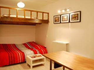 Montorgueil joli studio pour 2-4 personnes (18m2) - Paris vacation rentals
